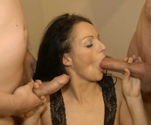 Brunette amateur Rachel spits out cum during a bukkake session