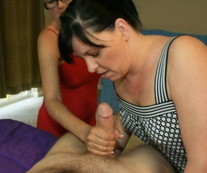 Mature comme ?a surrounding glasses shares a cock with the brush friend and gets bukkaked