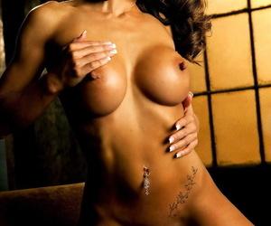 American babe in a bikini Jamie Lynn flaunts her big tits at home