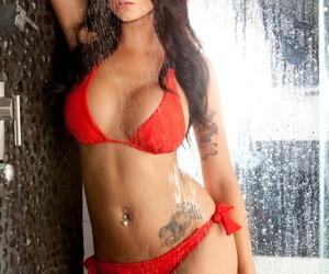 Jennie Reid takes off her bikini & shows perfect big tits & ass in the shower