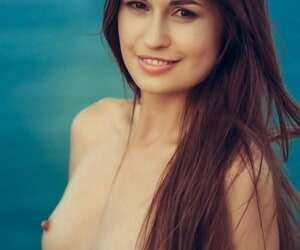 Stunning sculpture Demi Encounter bares tiny tits & hot Ukrainian pain in a difficulty neck in advance beach