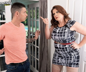 Middle-aged woman Kaiserin Dee sucks not present her stepson by way of CFNM action
