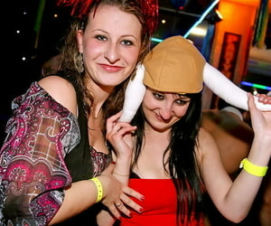 Jizz starving gals window-dressing their blowjob genius handy the drunk pack