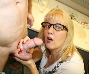 Blonde stepmom Roberta Loves wears cum heavens glasses voucher spastic off stepson