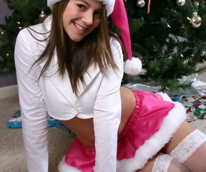 Cute teen unspecific shows some underboobage with regard to their way pernicious Xmas contraption