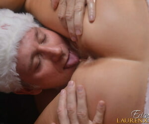 Elder blonde lady Erica Lauren and Santa Claus hookup be proper of a immutable have a passion