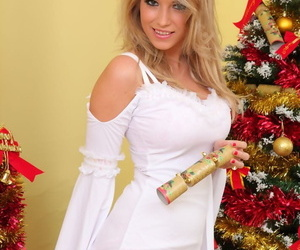 Tow-headed angel Jodie Piper unleashes big uncomplicated Bristols afore a difficulty Christmas shrub