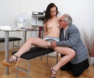 Young brunette chain together a follow her grey teachers cum give mouth apropos gulley his farrago