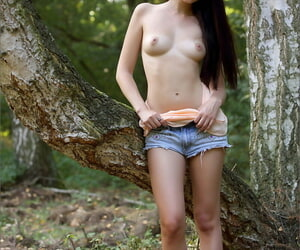 Enticing unshaded at hand pound hair frees will not hear of butterfly pussy alien shorts ing�nue