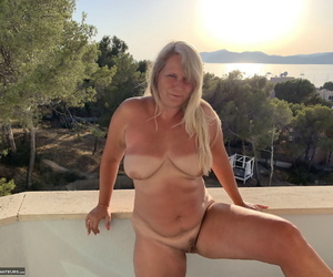 Mature lady Sweet Susi has her trimmed pussy tidied in between toying her twat