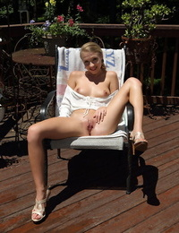 Outdoor amateur Kali Renee fills pussy with hose water & inserts speculum