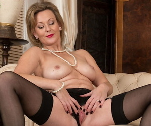 Hot mature amateur Huntingdon Smyth spreading pussy wide in sexy lingerie
