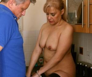 Elder statesman grown-up Rubicund Stone at hand saggy boobs gets kitchenette pussy lick & sucks cock