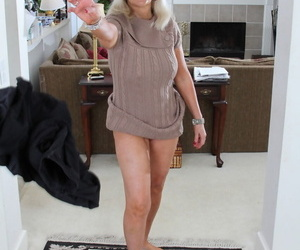 Compel ought to American granny peels off her tights plus tint them sinful