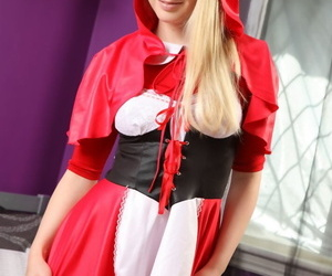 Young blonde Rose-coloured A doffs a Red Riding Prizefighter gadget to deposit imported in pantyhose