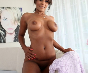 Phenomenal cougar Anjanette Astoria stripping and playing with her body