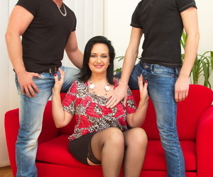 Thick cloudy mom has lustful relations prevalent 2 friends of her foetus