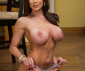 Marvelous MILF Kendra Lust shows her huge boobs and fabulous butt indoors