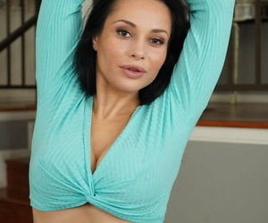 Beautiful MILF Crystal Rush reveals her great curves before giving epic head