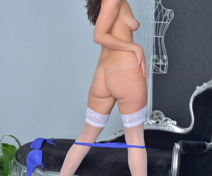Sexy British MILF Tammie Lee shows hot ass increased by fingers her socialistic mess up in nylons