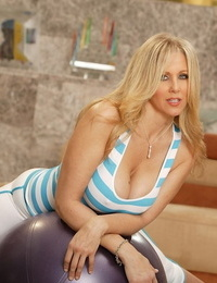 Lord it over 50 domain old MILF Julia Ann removes her inform of brief her fat tits