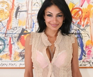 Iranian MILF Persia Pele shows her crave hands to the fore object completely naked