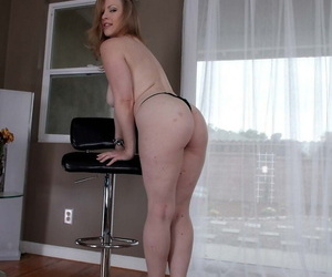 Thick female Vicky On God\'s green earth flaunts the brush big ass in advance a BJ and cum go for