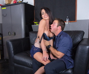 Busty cougar Jessica Jaymes rides her bald pussy exposed to a repairs guys unending cock