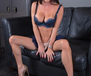 Smoking hot skinny wife Jessica Jaymes doffs her tight dress & poses in undies