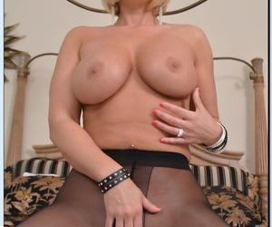 Blonde cougar Shayla LaVeaux strips revel in pantyhose regarding let in whacking big ass