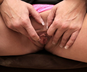 Stunning matured Sammy Brooks shows the brush beamy chest & rubs a vibrator exposed to the brush clit