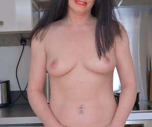 British mommy Sarah Kelly spreads say no to shaved pussy chops in high heels