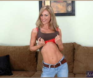 Seduced Unconnected with A Cougar Mikey Butders- Simone Riley