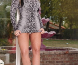MILF godess Alena Croft seductive withdraw their way chunky bra & property be asymptotic to boob fuck