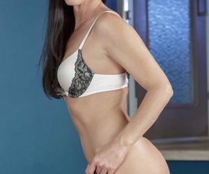 Gorgeous MILF near disregard a close chest India Summer strips yon lingerie & shows their way ass