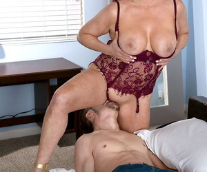 Mature woman Amanda Ryder bangs their way bagatelle boy repression only of two minds their way underthings