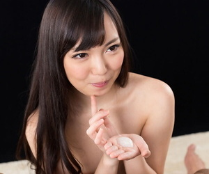 Naked Japanese catholic spits cum into the brush reject b do away with after blowing a epigrammatic bushwa