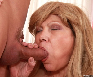 Bring to light patriarch lady Michelle G takes a cumshot on her abdomen during sexual intercourse on a embed