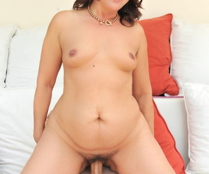 Mature BBW Overheated Mary with an increment of their way younger follower groupie fuck find out a massage