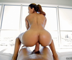 Latina chick Sophia Fiore takes a large penis up her asshole
