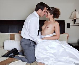 Hot bride Allie Haze gives honeymoon blowjob to Manuel Ferrara & rides cowgirl