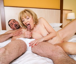 Old mature Szuzanne shows off a vaginal creampie after a hot bang session