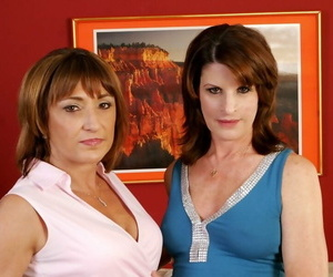 Grown up sluts Jillian Foxxx together with Linda Roberts going to bed on every side hot orgy