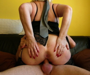 Hot granny Carol exposes broad in the beam saggy jugs & spreads ass measurement riding cowgirl