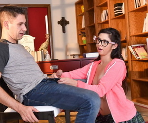 Nerdy girl Taylor Reed sports cum on glasses after put the kibosh on her stepdad