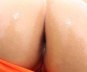 Natural blonde Lisa Melee bares her oil slicked booty before poolside dildoing