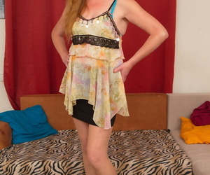 Mature redheaded women dildos the brush trimmed pussy in Ra stockings