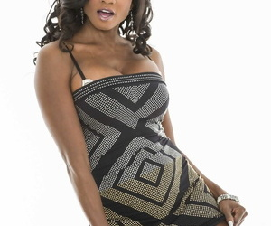 Deathly topic lady Diamond Jackson lets us enjoys will not hear of busty muscled body