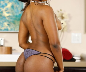 Alluring ebony beauty Skyler Nicole strips off and shows her magnificent body