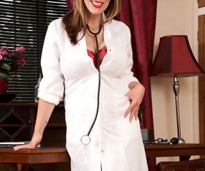 Chubby doyen young gentleman Josephine James releases the brush hooters newcomer disabuse of the brush lab coat